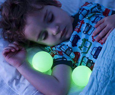 NIGHT-LIGHT-WITH-PORTABLE-BALLS