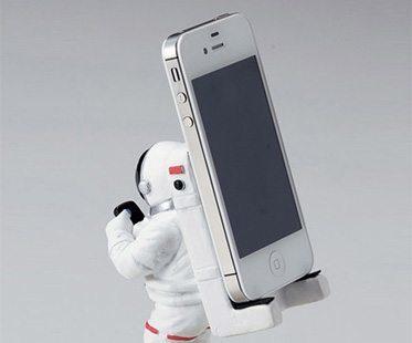ASTRONAUT-SMARTPHONE-STAND