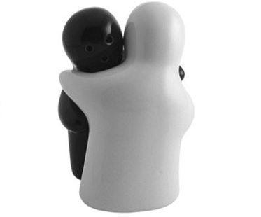 Hugging Salt And Pepper Shaker