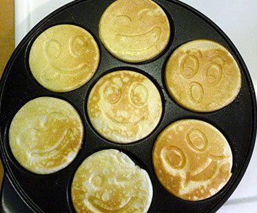 SMILEY-FACE-PANCAKE-PANS