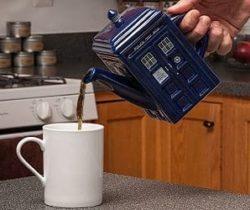 Dr Who tardis tea pot