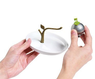 TEA-TREE-INFUSER-AND-SAUCER