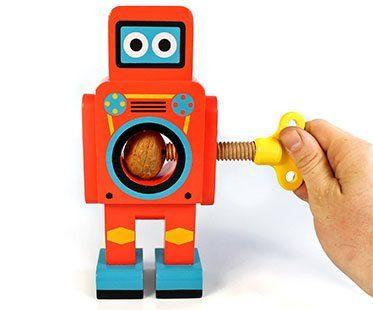 ROBOT-NUTCRACKER