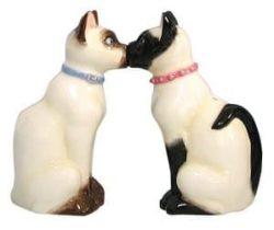 kissing cats salt and pepper set