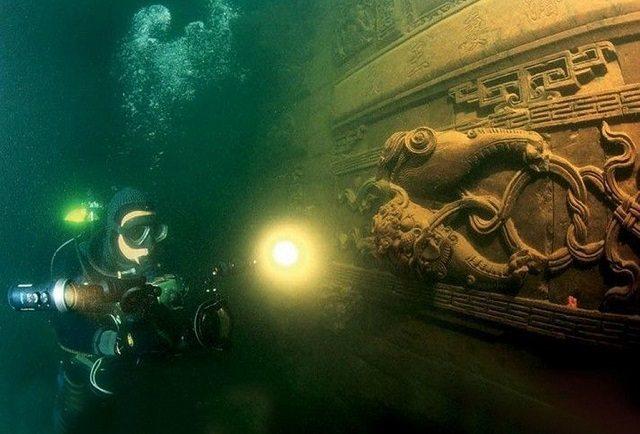 Underwater city close up