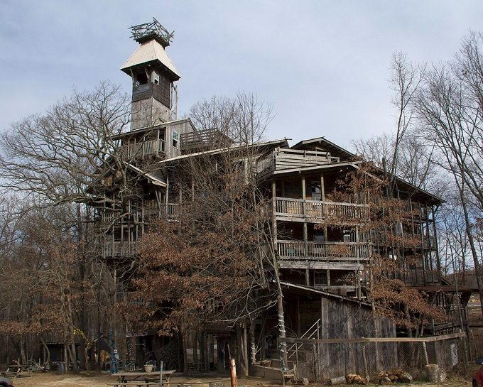 biggest treehouse - Biggest Treehouse In The World 2014