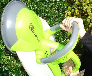 collecting hedge trimmer close