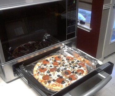 microwave and baking oven pizza