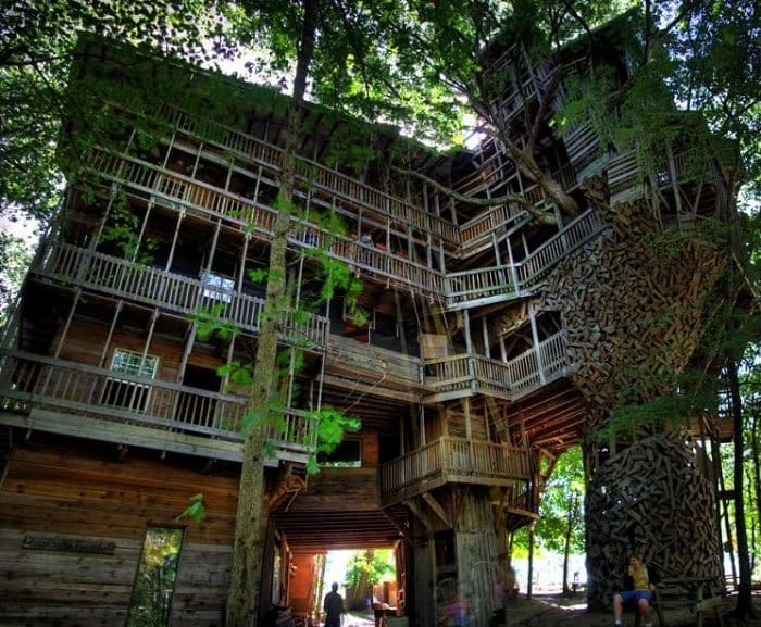 worlds largest treehouse usa