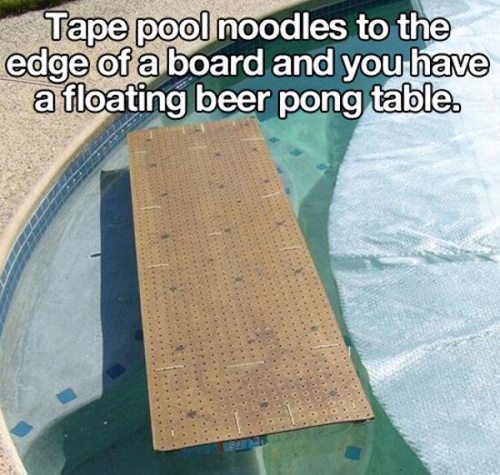floating board in pool with instructions about attaching pool noodles easy life hacks