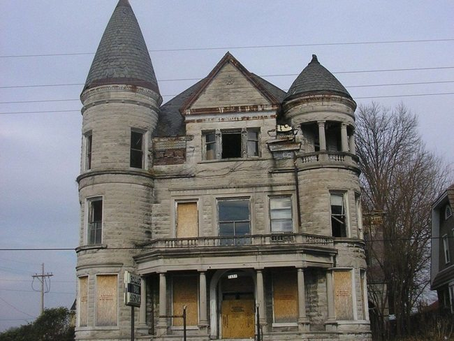 creepy mansion front