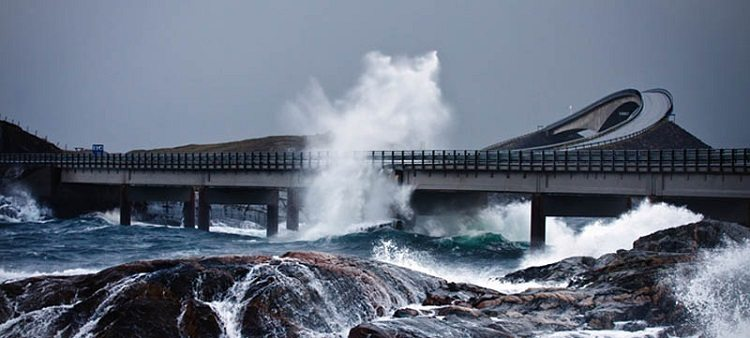 the atlantic road wave