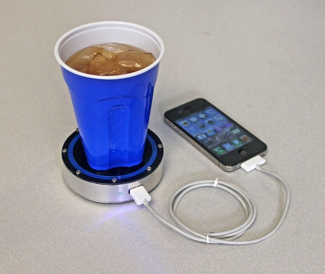 phone charger that uses hot and cold drinks