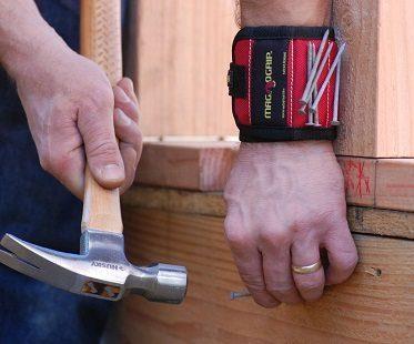 magnetic wristband hammer