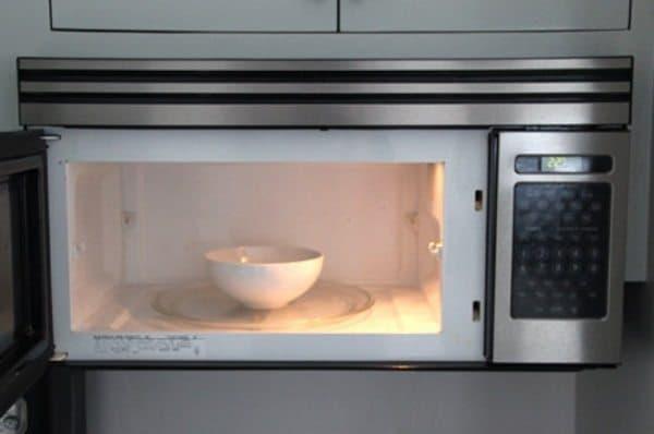 vinegar to clean microwave