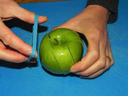 tagliare una mela