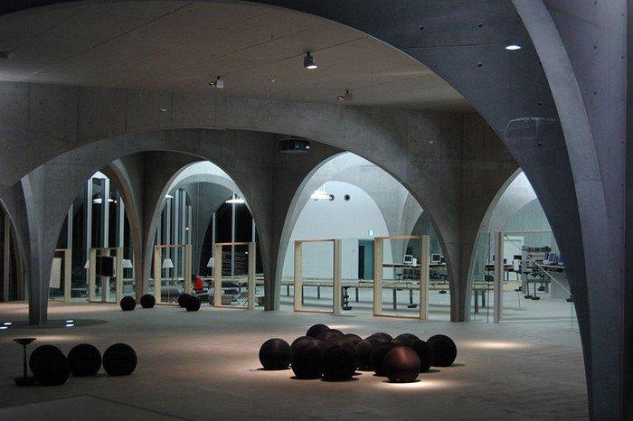 Tama_Art_University_Library_interior