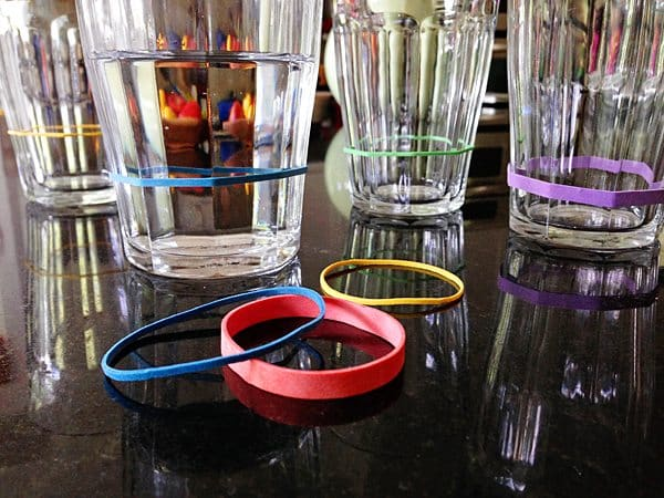 Use rubber bands as drink markers at parties
