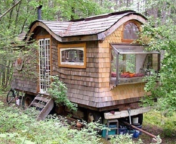 Window-seat-wagon-woods
