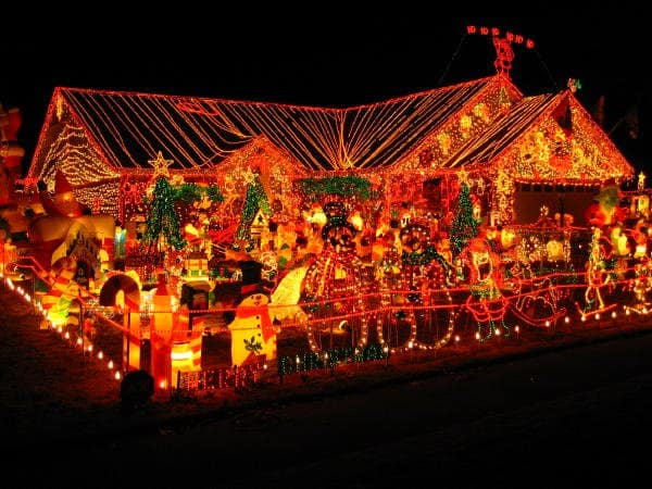 14++ Christmas Decorations House