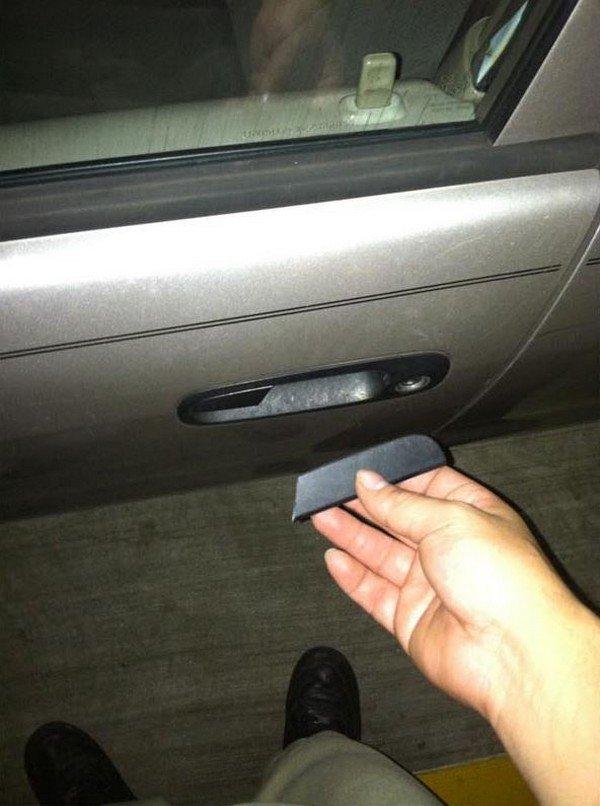 broken car door handle