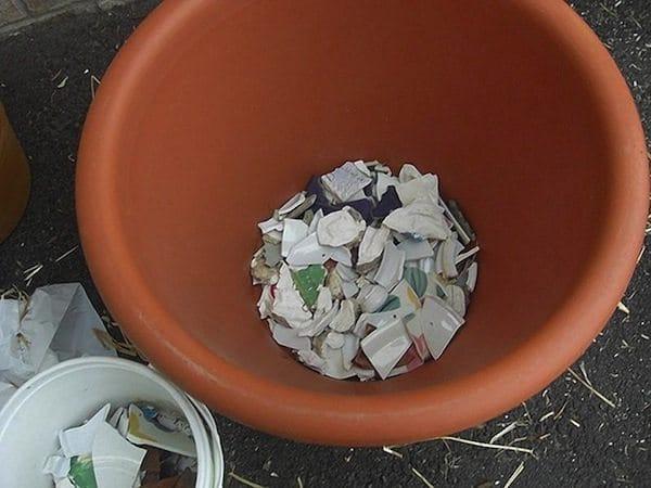 broken-plates-planter