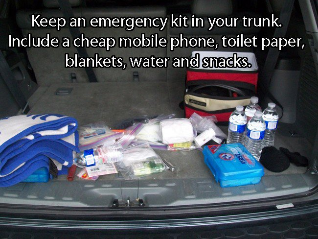 car-Keep-An-Emergency-Kit-in-Your-Trunk