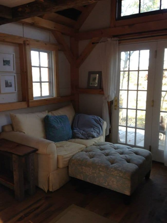 connecticut-tiny-house-lounge