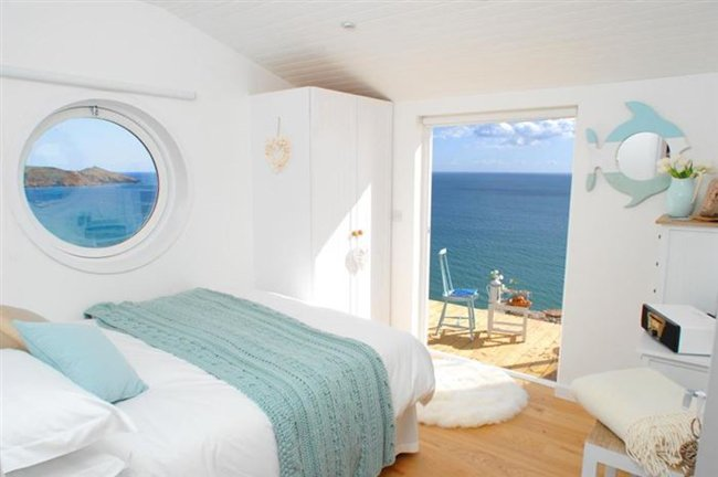 cornwall-tiny-house-bedroom