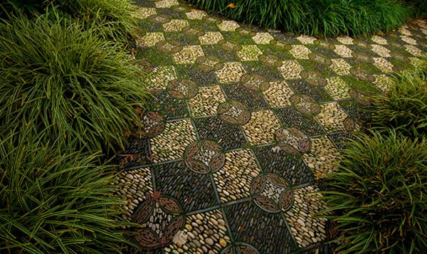 garden-pebble-path-check