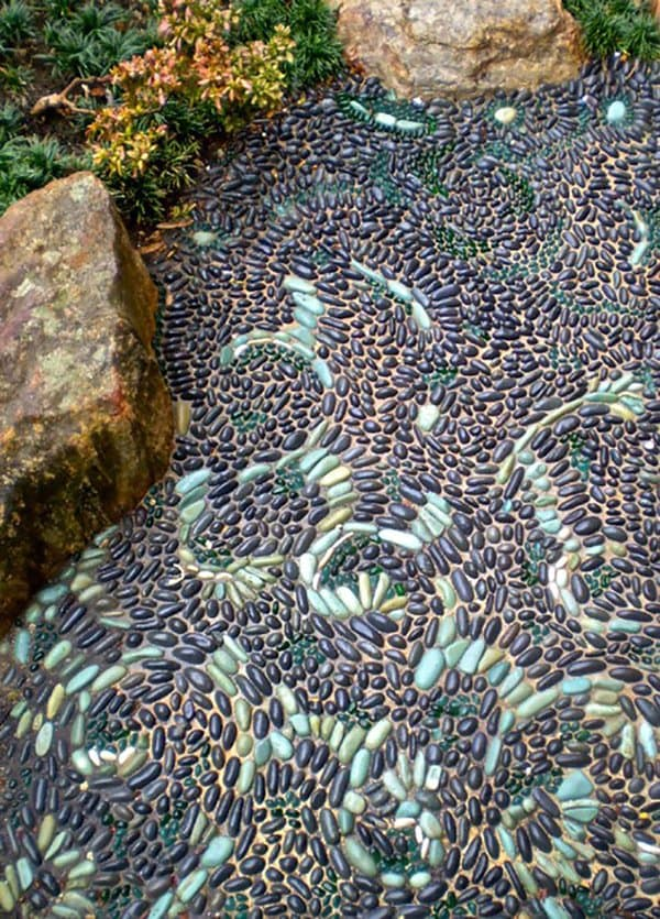 garden-pebble-path-green