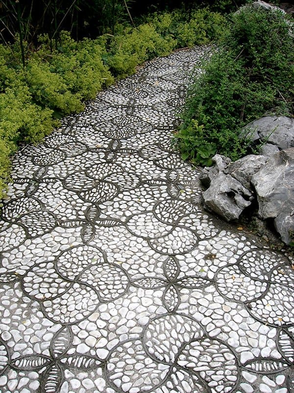 garden-pebble-path-pattern