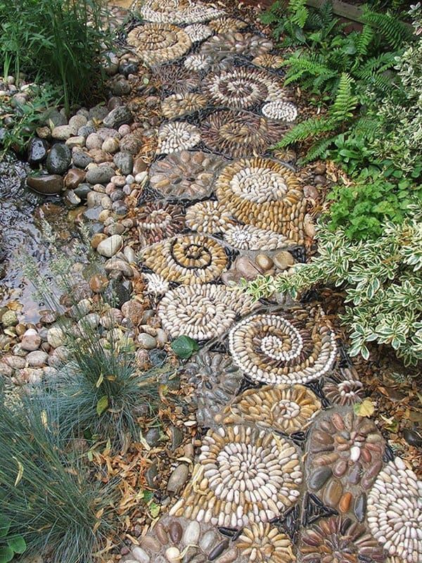 garden-pebble-path-spirals