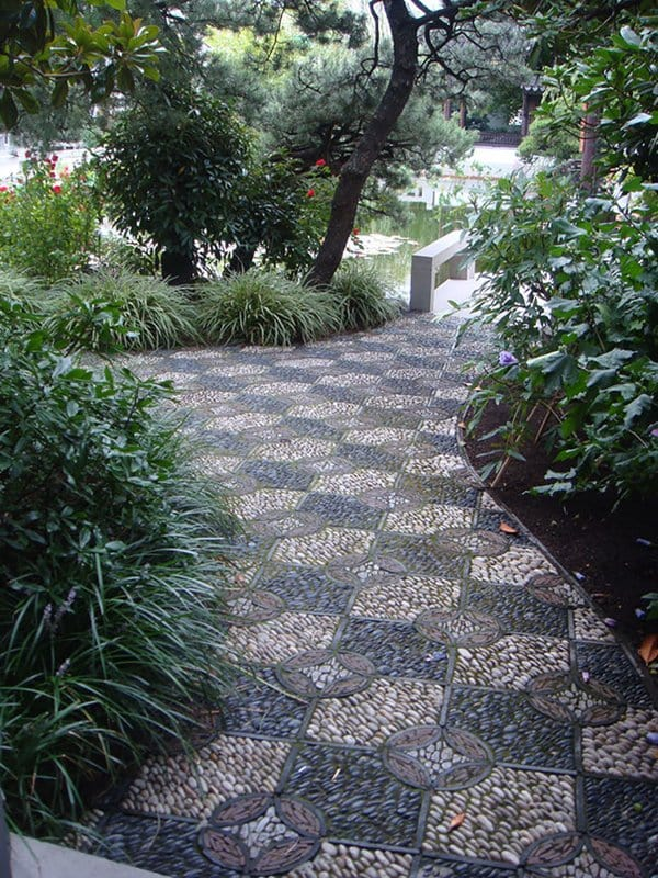 garden-pebble-path-squares
