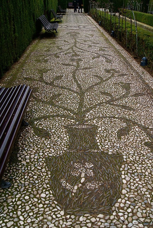 garden-pebble-path-vase