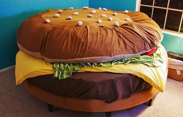 gifts-hamburger-bed