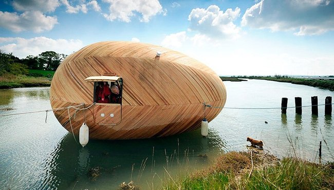hampshire-tiny-house-outside-float
