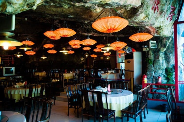 hanging-restaurant-in