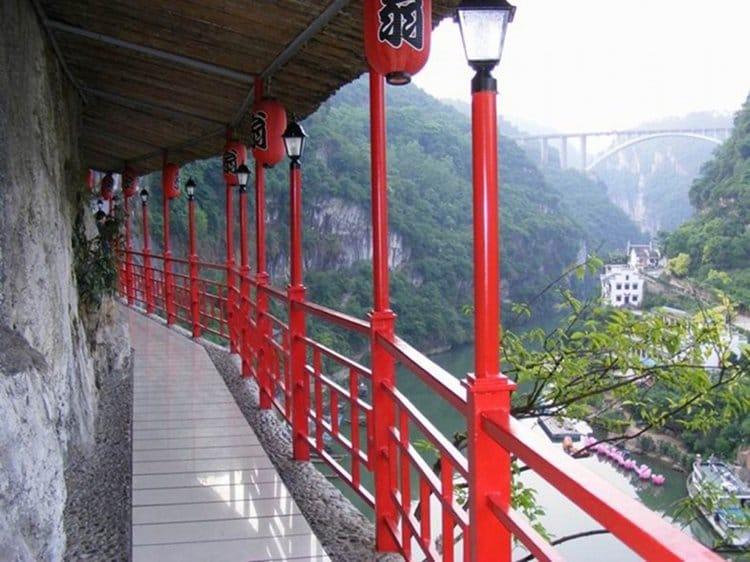 hanging-restaurant-path