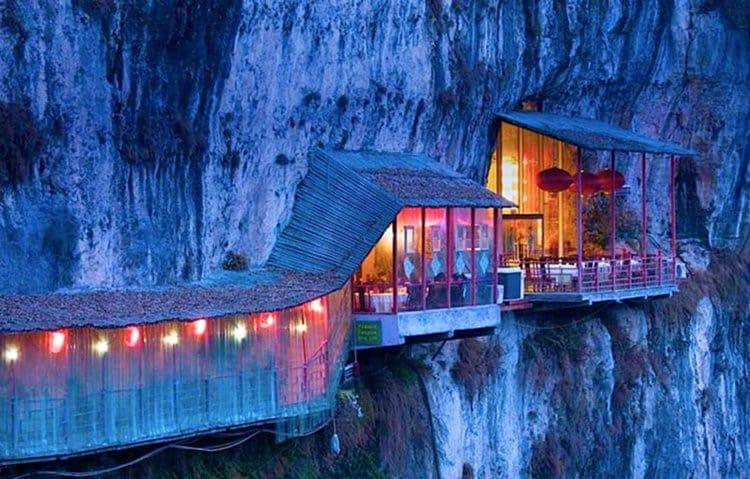 hanging-restaurant-side