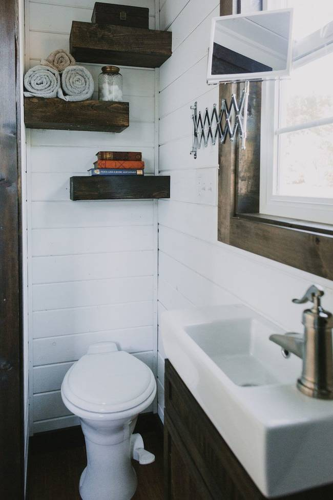 heirloom-tiny-home-toilet