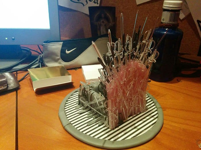 iron-throne-stand-for-phone-diy-game-of-thrones-rear view