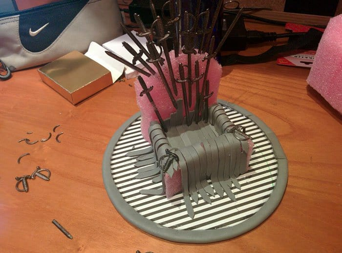 iron-throne-stand-for-phone-diy-game-of-thrones-sandwich picks