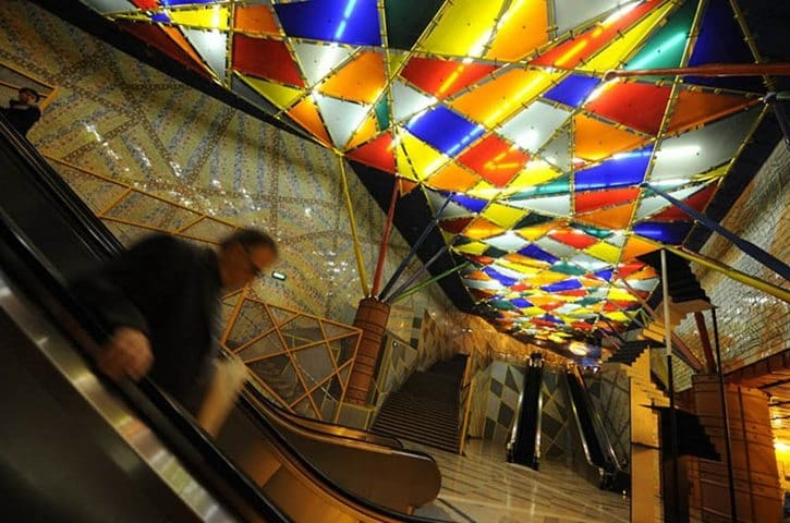 most-beautiful-subway-stations-olaias-celing