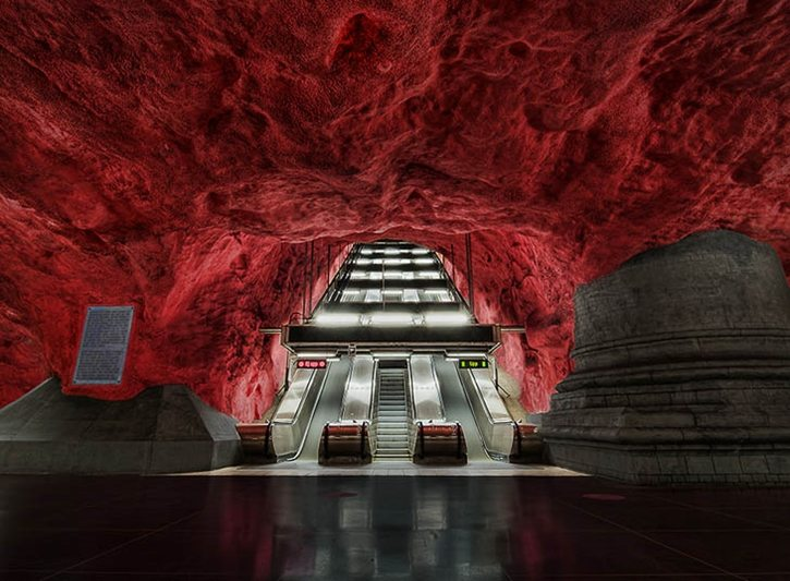 most-beautiful-subway-stations-solna-escalator