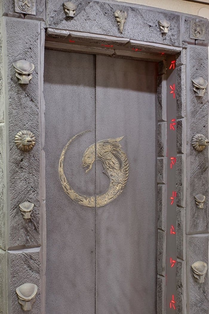 mysterious-alien-door-close