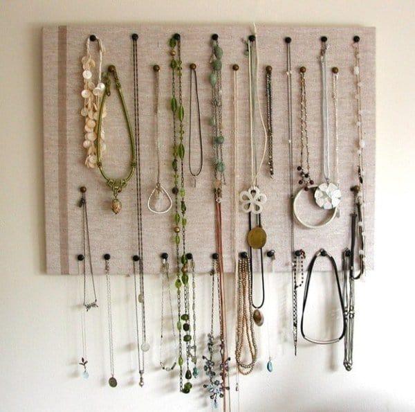 necklace-corkboard