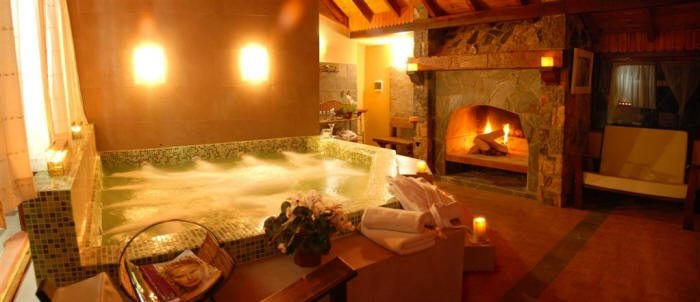 rustic-bathroom-yellow-huge-tub