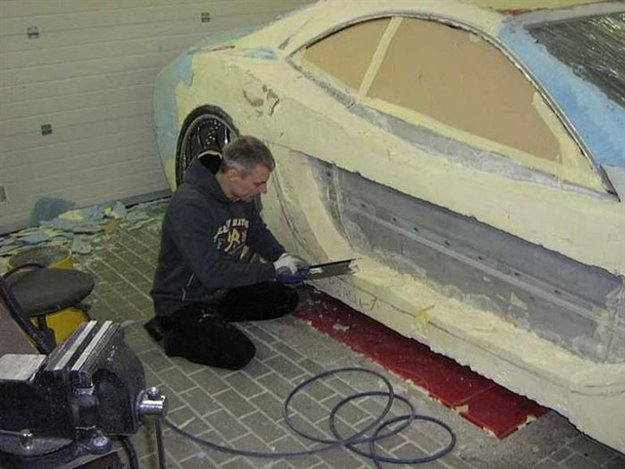 sawing-car-expanding-foam