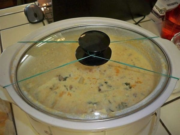 slow cooker lid secured while traveling rubber bands